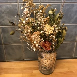 Home decor: beautiful dried floral arrangement